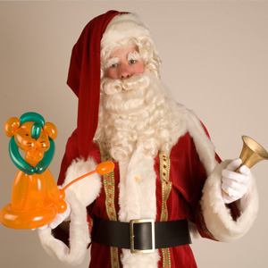Kerstman als ballonartiest